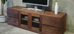 ヤクモ家具製作所 島根県八雲にて天然無垢材を中心としたオリジナルの家具を制作されています。オーダーメイド家具は顧客から高い評価を得ています。松屋銀座のデザイン物産展に島根県代表として出展されていました。